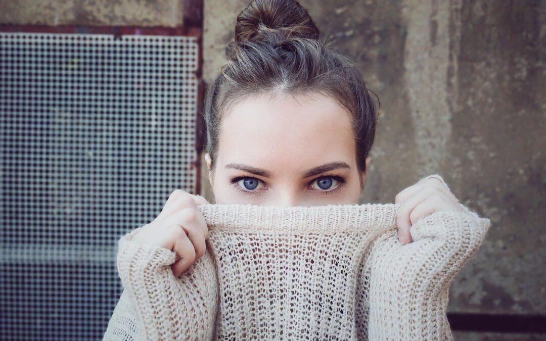 Jaki wybrać ciepły sweter damski na chłodne dni?